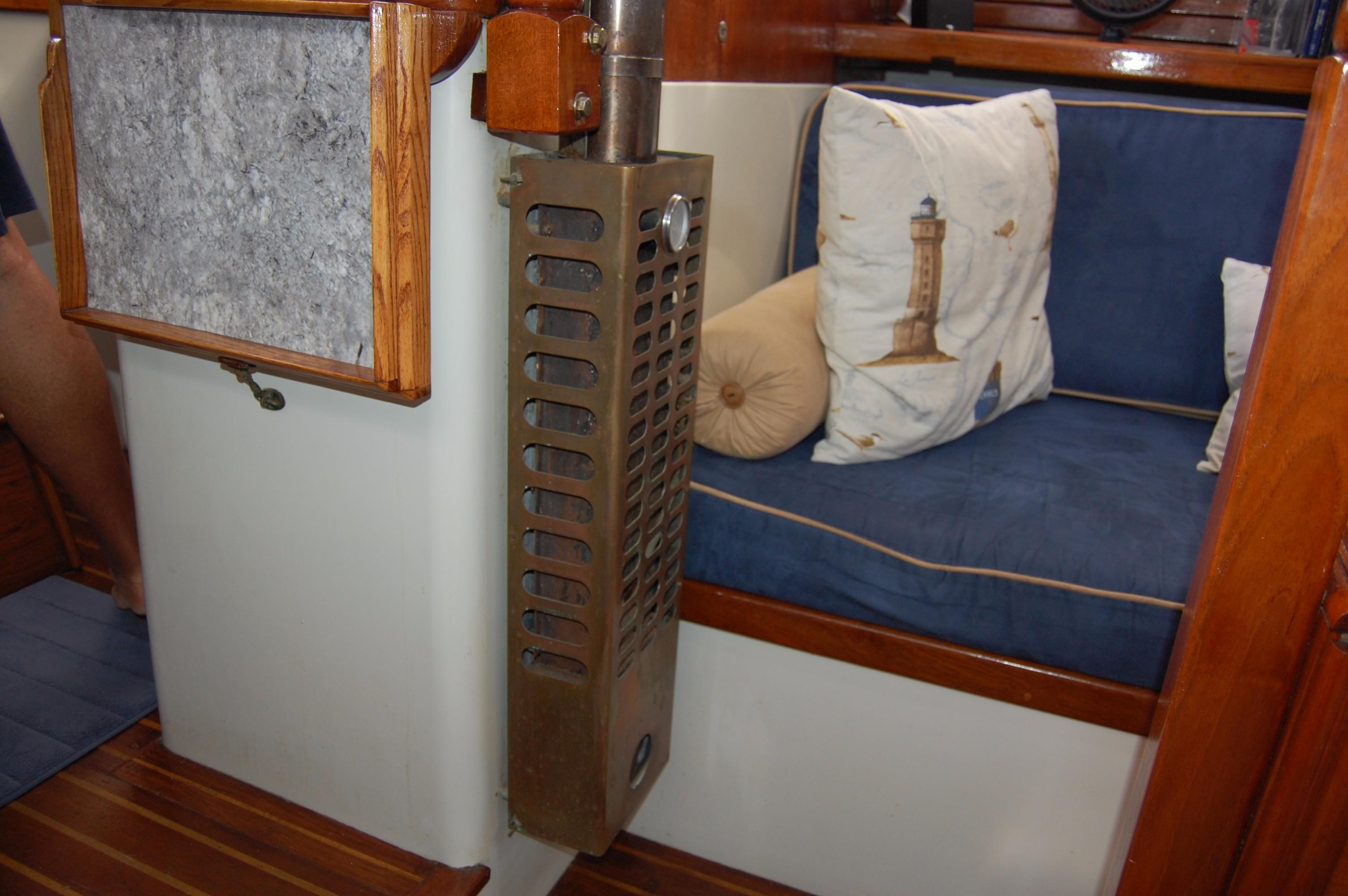 38' Downeaster Cutter+Photo 21