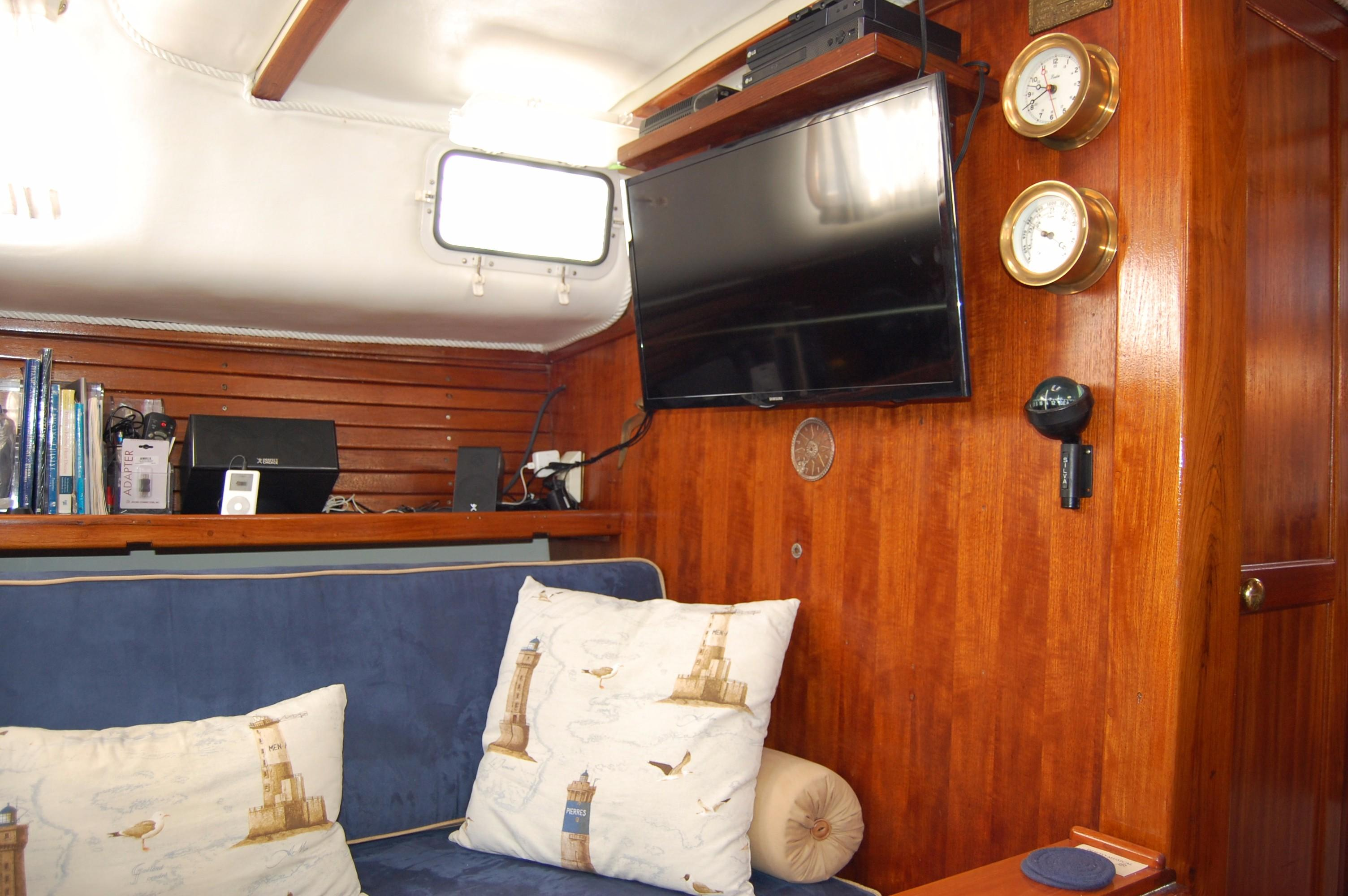 38' Downeaster Cutter+Photo 24