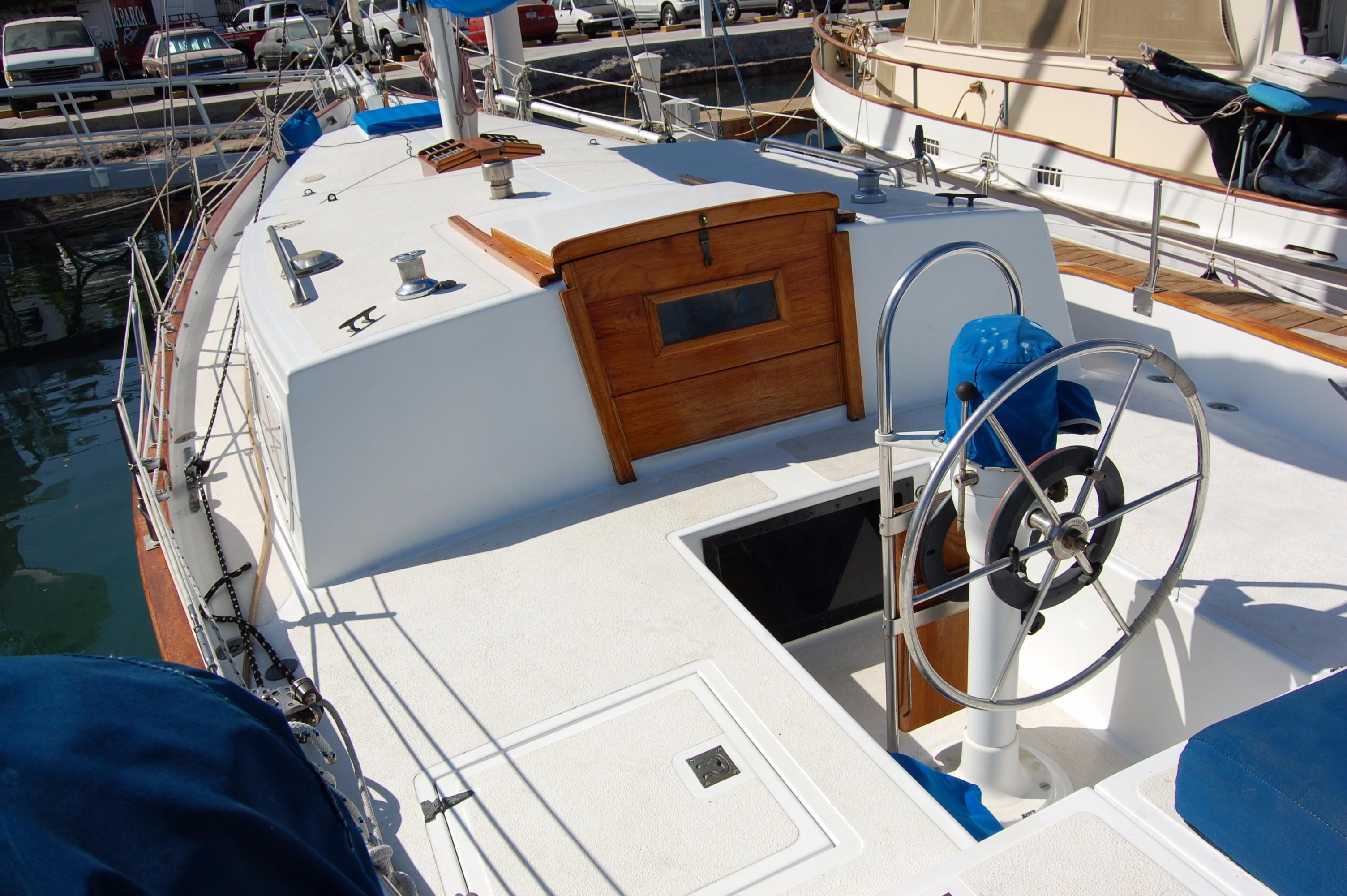 38' Downeaster Cutter+Photo 10