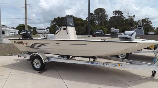 2015 Alumacraft 1860 Bay Boat