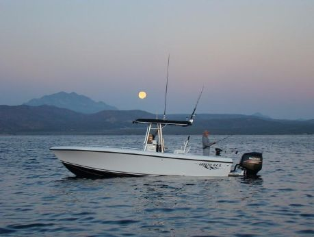 2016 Bluewater 2550 Center Console