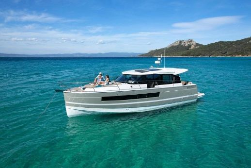 2015 Jeanneau NC 14 Pre owned